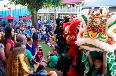 Chinese lions, crowd at Wo Hing on Front Street in Lahaina