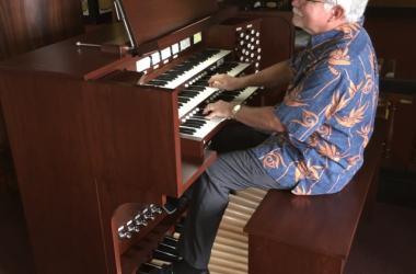 Concert organist Rick Mazurowski