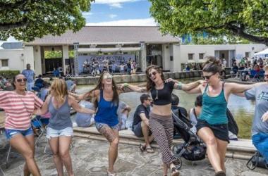 Learn to dance Greek