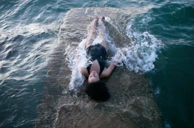 "Angela Tiatia, ""Holding On,"" 2015. Courtesy of the artist and Sullivan+Strumpf."