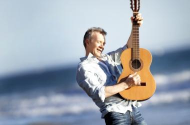 Guitarist Peter White