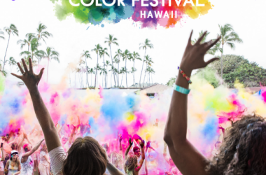 Group color throw at the Color Festival Hawaii