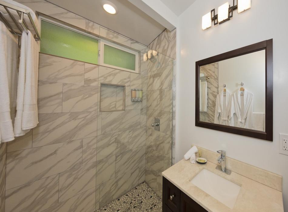 Hale 'Ohu Bathroom