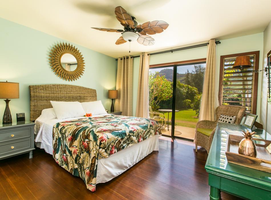 Queen Lanai Room