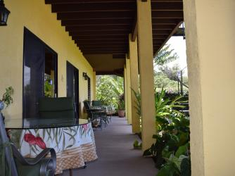 Hale Huanani Bed & Breakfast